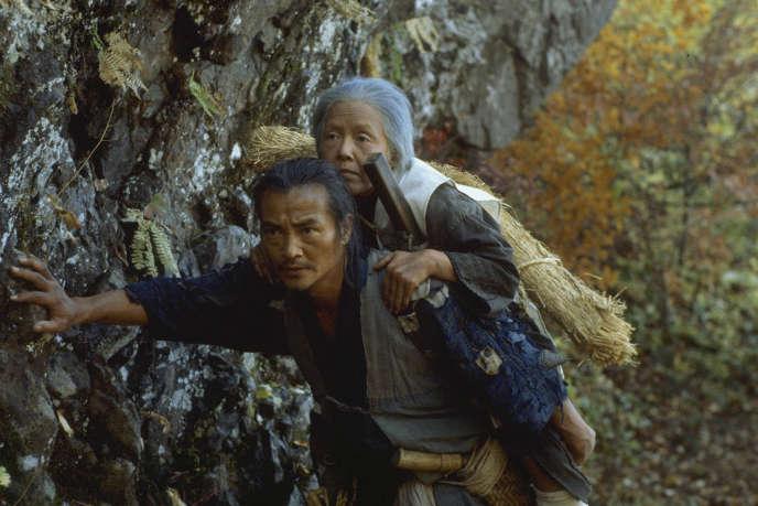 Ken Ogata et Sumiko Sakamoto dans« La Ballade de Narayama» («Narayama Bushikou», 1983), deShohei Imamura.