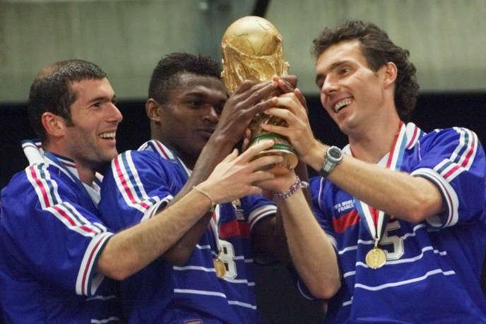 Marcel Desailly vérifie la marque de la Coupe du monde.