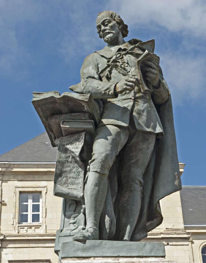 «Quatre cents ans après sa naissance, la vénérable persistance de la presse papier comme vecteur de la bonne information n'est ni une survivance ni une mode» (Statue de Théophrastre Renaudot, Loudun, inventeur de« La Gazette», en 1631, premier journal en France).