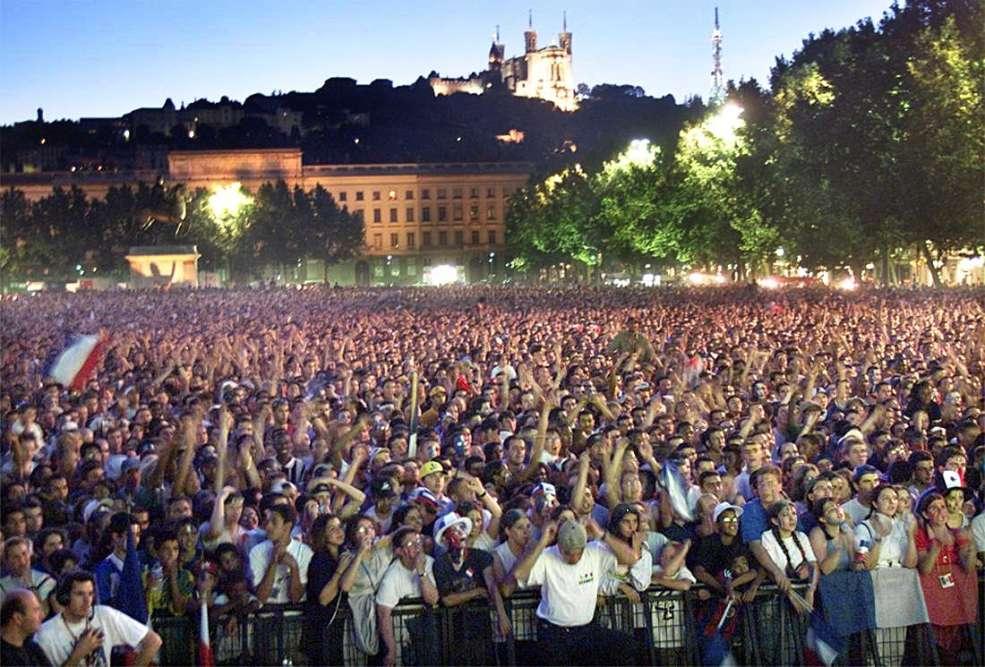 A Lyon, le public est au rendez-vous pour la retransmission du match.