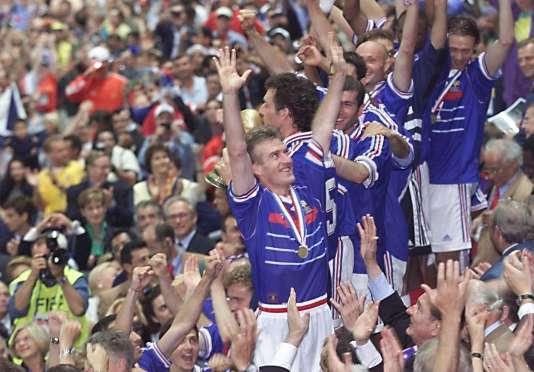 Didier Deschamps en 1998. 20 ans plus tard, il dirige la France pour sa troisième finale en deux décennies.