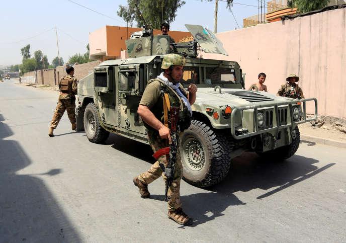 Des membres des forces de sécurité afghanes à Jalalabad, mercedi 11 juillet 2018.