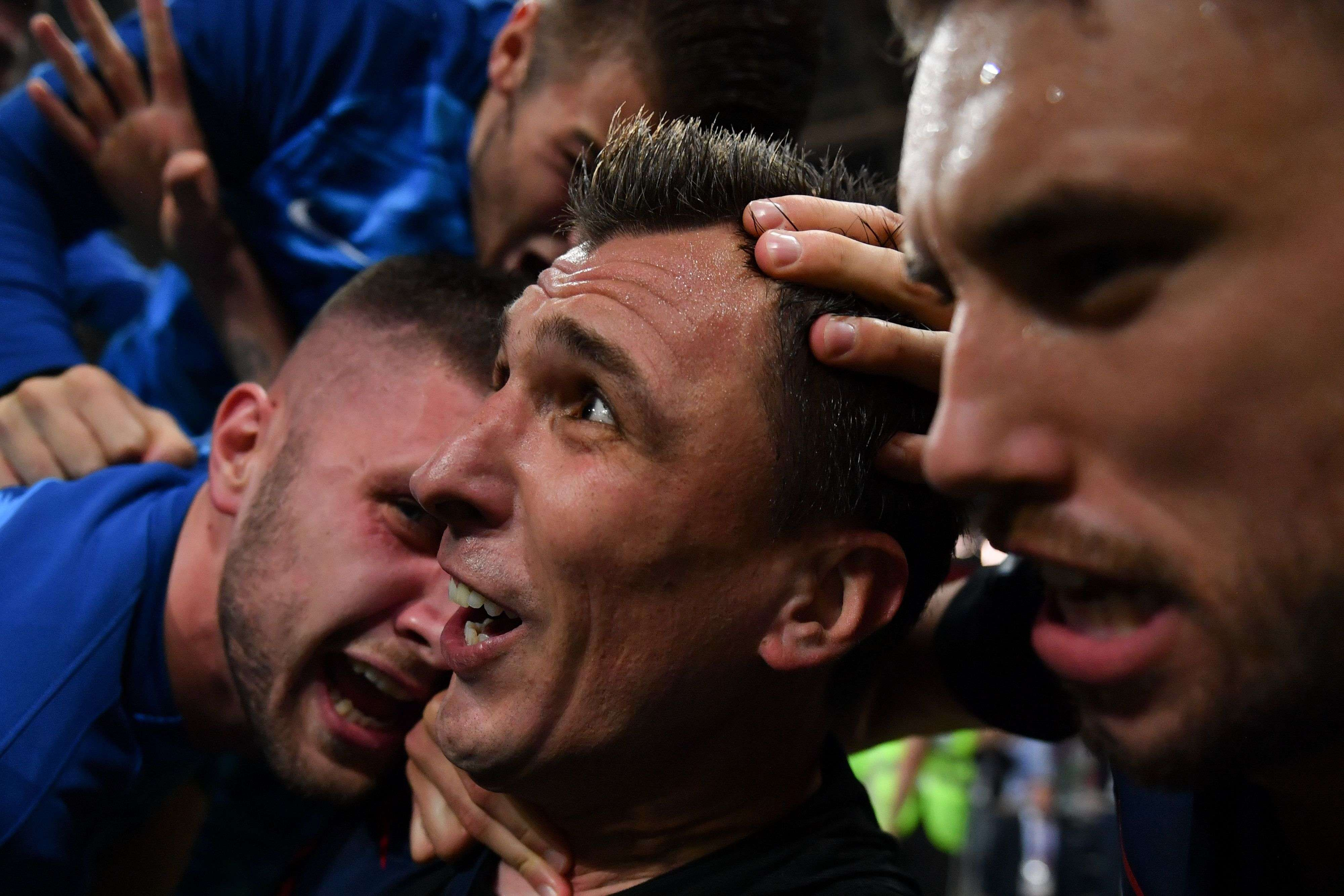 TOPSHOT - Croatia's forward Mario Mandzukic (C) celebrates with teammates after scoring his team's second goal during the Russia 2018 World Cup semi-final football match between Croatia and England at the Luzhniki Stadium in Moscow on July 11, 2018. RESTRICTED TO EDITORIAL USE - NO MOBILE PUSH ALERTS/DOWNLOADS / AFP / Yuri CORTEZ / RESTRICTED TO EDITORIAL USE - NO MOBILE PUSH ALERTS/DOWNLOADS