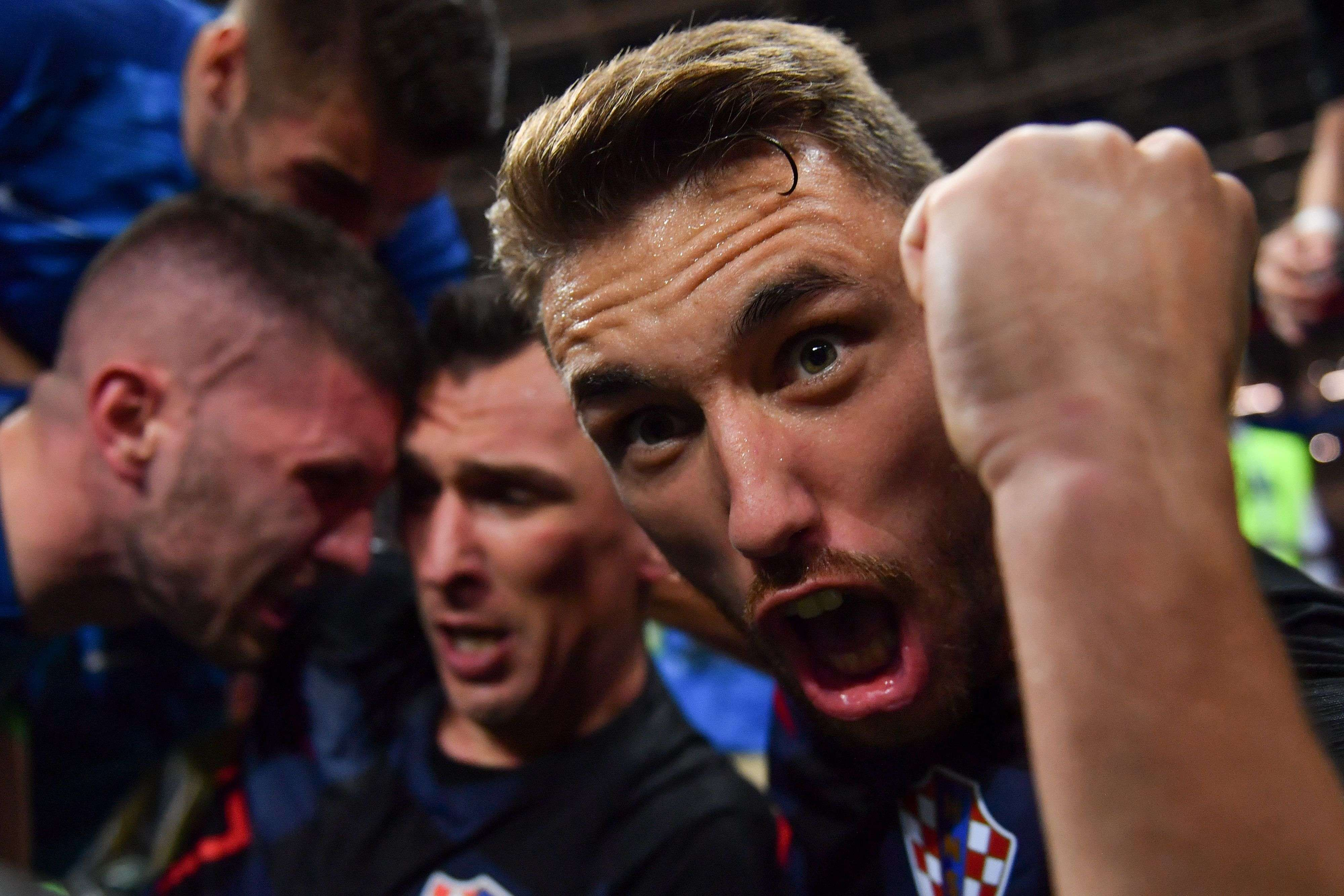 TOPSHOT - Croatia's defender Josip Pivaric (R) celebrates with teammates after Croatia's forward Mario Mandzukic (C) scored their second goal during the Russia 2018 World Cup semi-final football match between Croatia and England at the Luzhniki Stadium in Moscow on July 11, 2018. RESTRICTED TO EDITORIAL USE - NO MOBILE PUSH ALERTS/DOWNLOADS