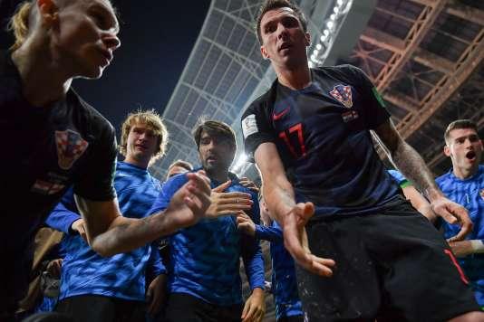 Le photographe mexicain Yuri Cortez s'est fait écraser par les joueurs croates qui célébraient le but libérateur.