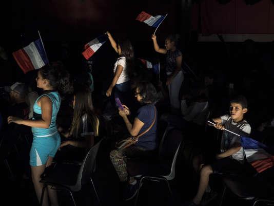 Une centaine de Bondynois se sont rassemblés dans la salle des fête pour suivre la retransmission de la demi-finale.