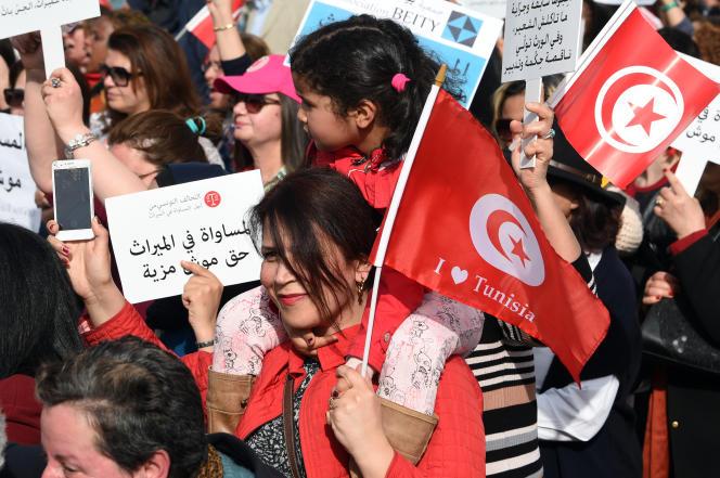 Manifestation en faveur d'une réforme des lois religieuses sur l'héritage, à Tunis le 10 mars.