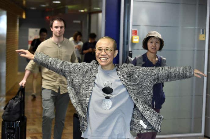 La poétesse et artiste chinoise Liu Xia lors de son arrivée à l'aéroport d'Helsinki, en Finlande, le 10 juillet.
