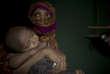 «S» est veuve. Elle était tellement inquiète que ses voisins découvrent sa grossesse qu'elle a accouché silencieusement dans son abri, mettant une écharpe dans sa bouche pour atténuer ses cris.