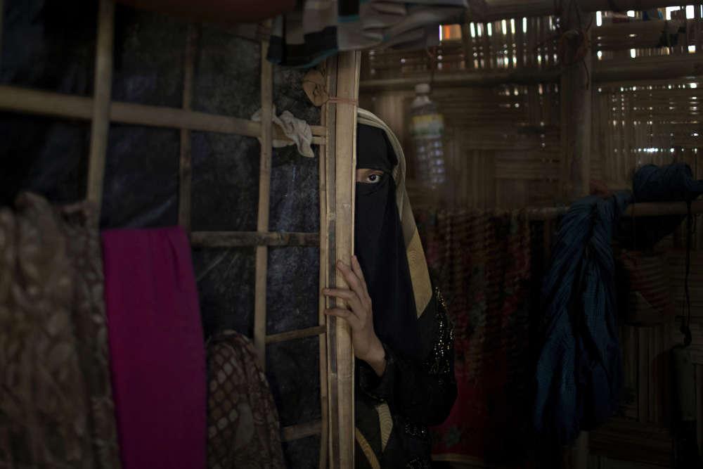«A» est une jeune musulmane rohingya de 13 ans, qui a accepté d'être identifiée par sa première initiale. Elle pose dans le camp de réfugiés de Jamtoli au Bangladesh le 26juin. Elle a étéviolée par des soldats qui avaient avaient fait irruption chez elle, en Birmanie.