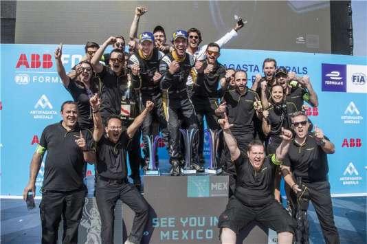 L'équipe Techeetah au complet à l'occasion de l'ePrix de Santiago, le 3 février 2018.