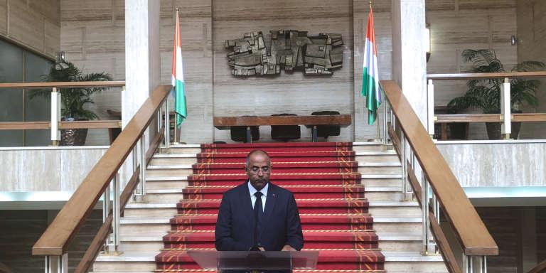 Le secrétaire général de la présidence ivoirienne Patrick Achi annonce la formation du nouveau gouvernement, le 10 juillet 2018 à Abidjan.