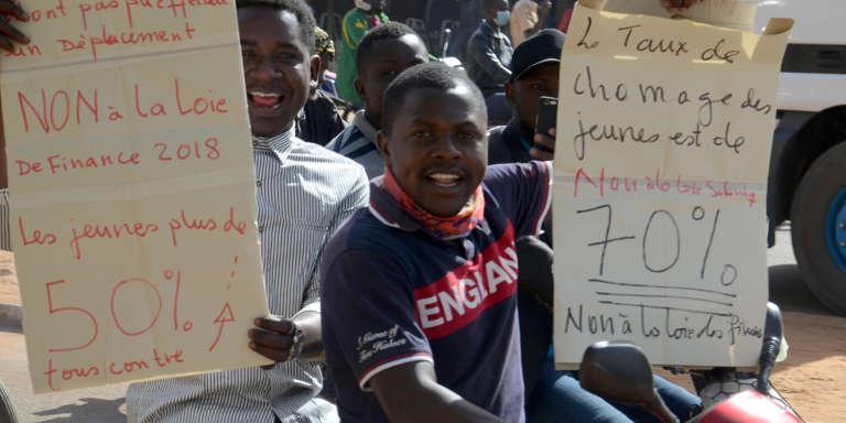 Des Nigériens manifestent à Niamey contre la nouvelle loi des finances, le 14 janvier 2018.
