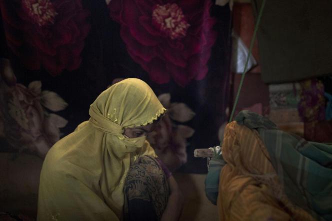 Une femme rohingya, victime de viols répétés par les soldats birmans, dans un camp de réfugiés au Bangladesh, le 26 juin.