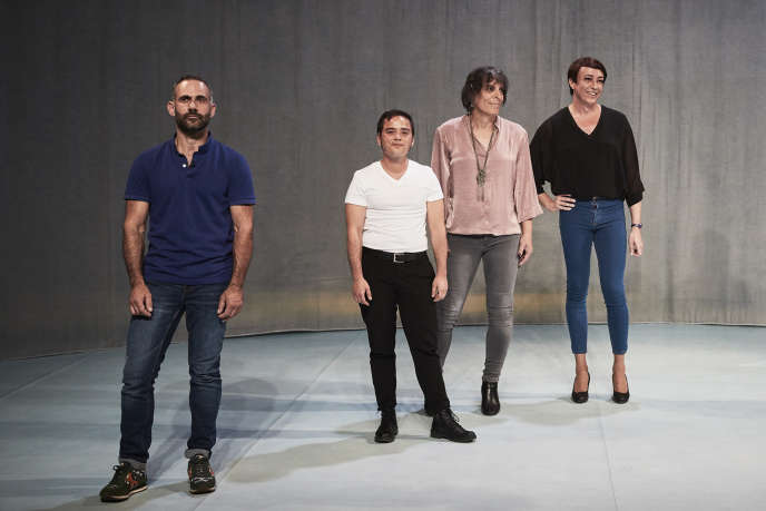Quatre des sept particpants de «Trans (més enllà)», mis en scène par Didier Ruiz au Festival d'Avignon.