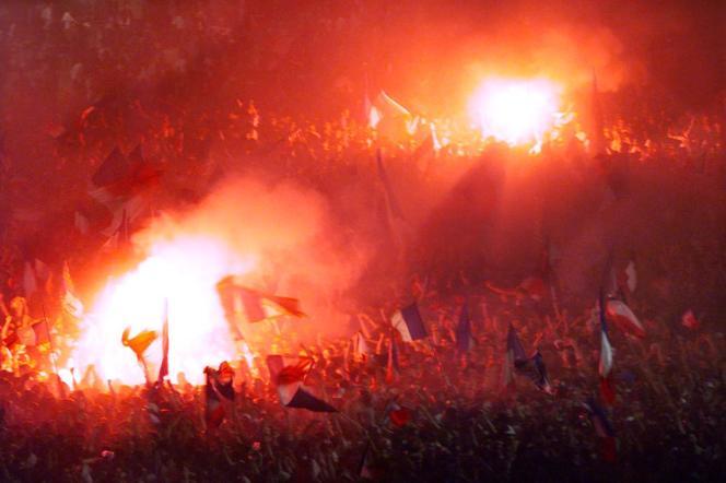 Le 12 juillet 1998, les supporters de l'équipe de France explosaient de joie. Ici, place Bellecour, à Lyon.