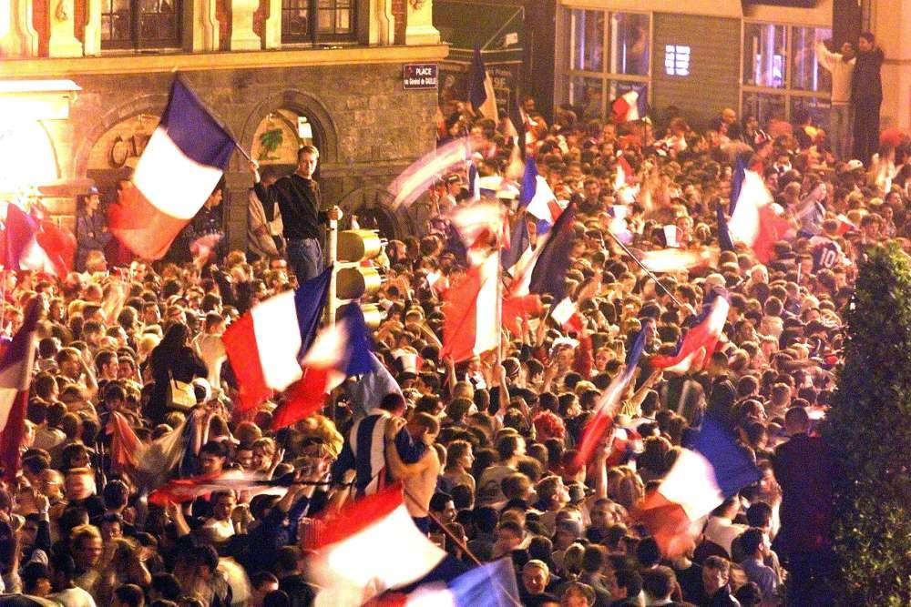 Liesse populaire dans les rues de Lille, après la finale.