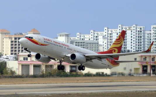 Un avion de Hainan Airlines décolle de Sanya, dans la province du Hainan en Chine, en mai 2015.