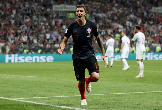 Photo d'un «nogometas» croate fêtant le «cilj» qu'il vient de marquer.