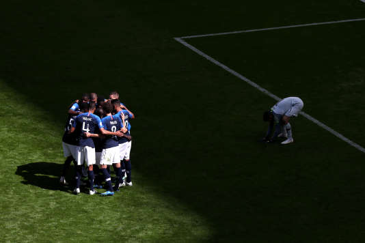 Après l'ouverture du score sur penalty d'Antoine Griezmann face à l'Australie, le 16juin,à Kazan.
