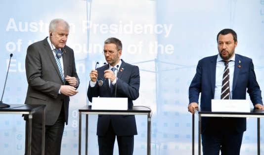 Les ministres de l'intérieur allemand, Horst Seehofer, autrichien, Herbert Kickl et italien, Matteo Salvini, jeudi 12 juillet à Innsbrück.
