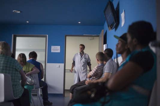 Une salle d'attente de l'hôpital d'Argenteuil (Val-d'Oise), en juillet 2013.