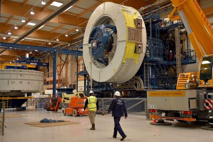 Une turbine en construction à l'usine General Electric de Montoir-de-Bretagne, en Loire-Atlantique, en novembre 2017.