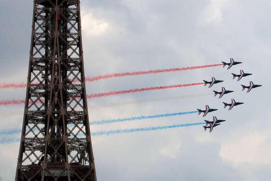 Les Alpha Jet de la Patrouille de France répètent leur passage à proximité de la tour Eiffel, jeudi 12juillet.