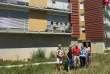 Michèle, Patrick, Hélios, Anne et Hélène (de gauche à droite) ont emménagé dans l'immeuble coopératif Chamarel« Les Barges» il y a un an.