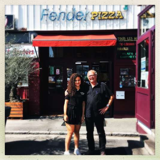 Jean-Michel Texier et sa petite-fille Maëva, serveuse pendant l'été.
