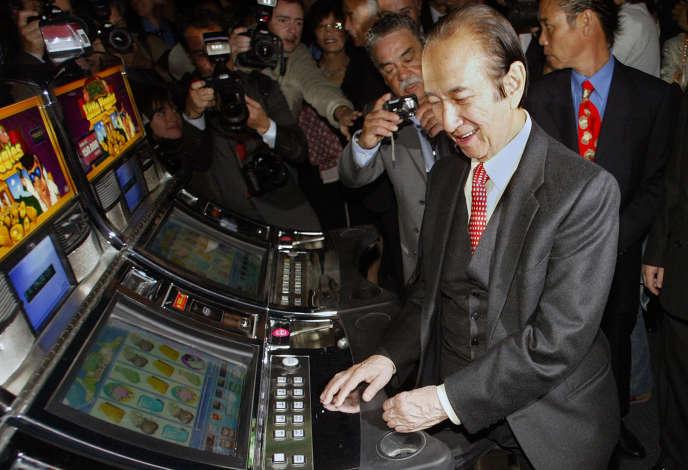 Stanley Ho lors de l'inauguration de son nouveau casino, à Macao, le 19 avril 2006.