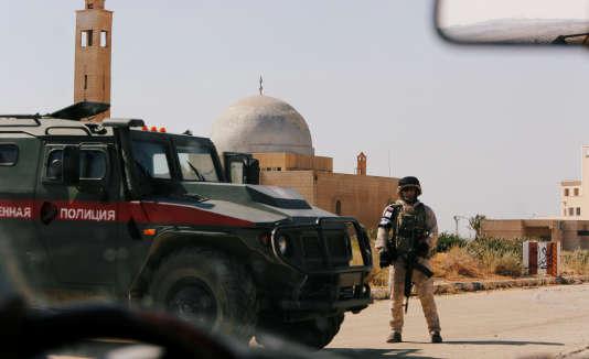 Un soldat russe près de la frontière avec la Jordanie, dans la province de Deraa, le 7 juillet.