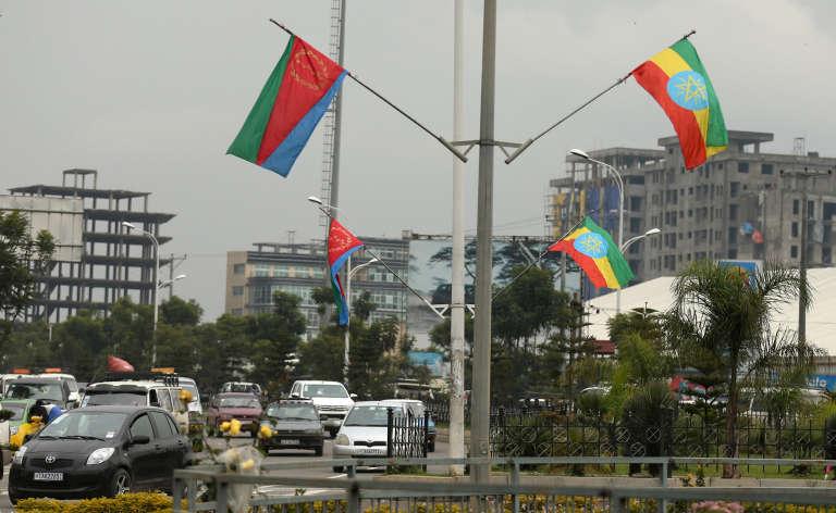 Des drapeaux érythréens et éthiopiens dans les rues d'Addis-Abeba, samedi 14 juillet.