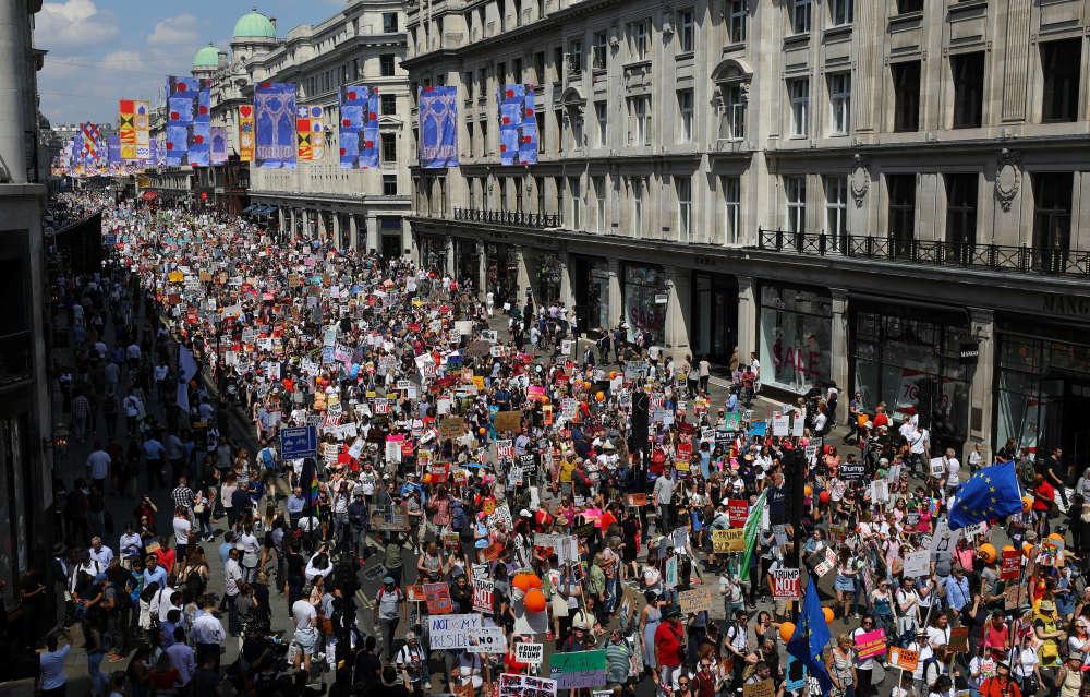 Le groupement d'associations People's Assembly a fait état sur Twitter de «plus de 250000 personnes», citant un chiffre donné par Len McCluskey, leader du principal syndicat britannique, Unite.