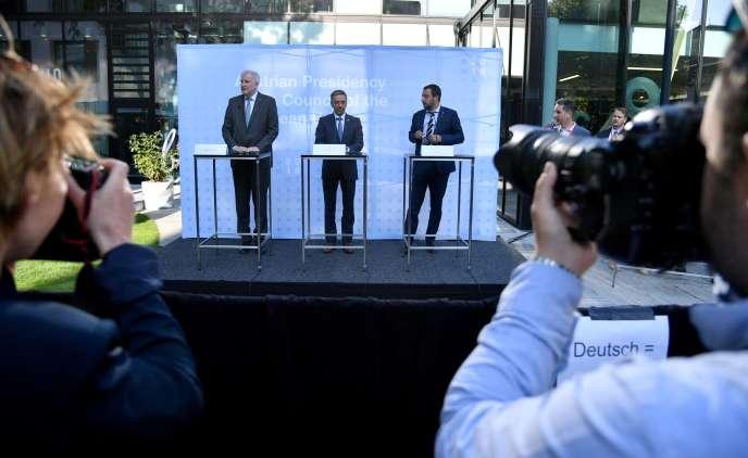 Les ministres de l'intérieur Horst Seehofer (Allemagne), Herbert Kickl (Autriche) et Matteo Salvini (Italie), à Innsbruck en Autriche, le 12 juillet.