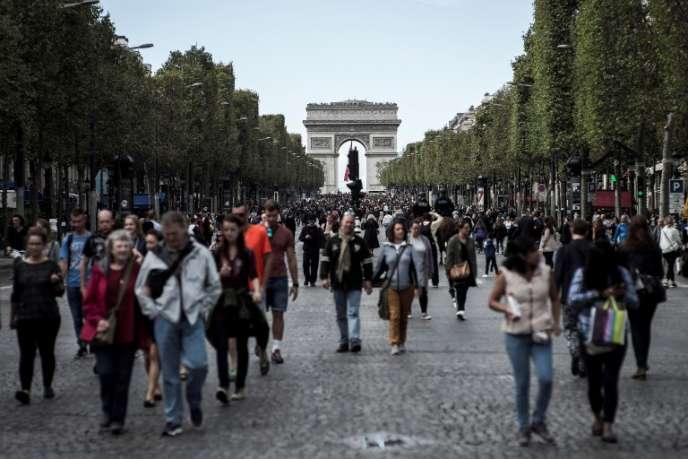 En septembre 2016 sur les Champs-Elysées, à Paris, lors d'une journée sans voitures.