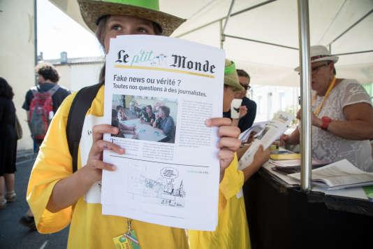Premier numéro fabriqué par La P'tite Rédac, vendu à la criée chaque soir par les enfants du festival.