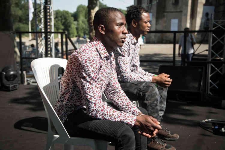 Siriki Traoré et Mohamed Koné, auteurs et comédiens ivoirien et malien, racontent l'exil dans la pièce «Mieux vaut en rire».