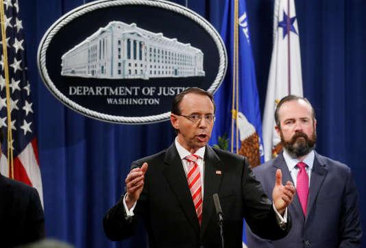 Rod Rosenstein annonce l'inculpation des douze agents russes, à Washington, le 13 juillet.