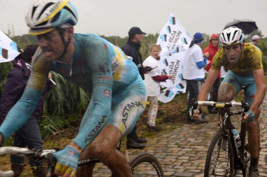 Grand gagnant de l'étape des pavés sous la pluie en 2014,Vincenzo Nibali (en jaune), sera l'un des favoris, dimanche, d'une étape courue au sec.
