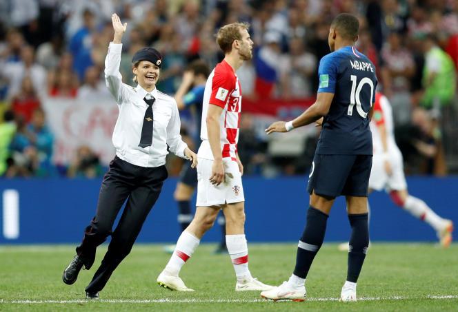 Kylian Mbappé ne va pas tarder à faire un high five avec une Pussy Riot.