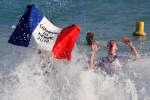 Lille, Lyon, Cayenne... dans toutes les villes de France, les mêmes scènes de liesse après la victoire des Bleus face à la Croatie en finale de la Coupe du monde 2018. Ici, des supporteurs à Nice.