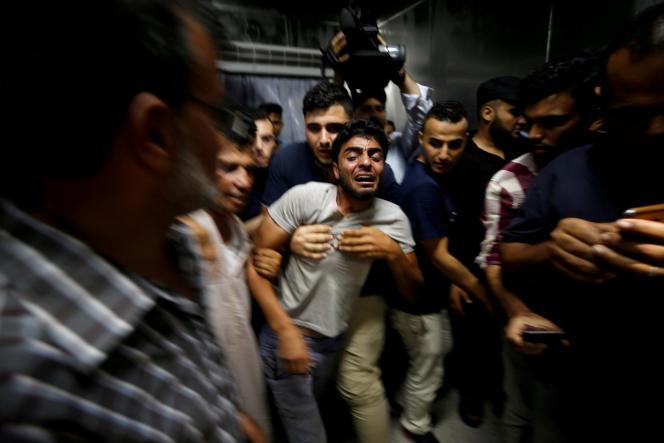Le frère d'un des deux adolescents tués par une frappe aérienne israélienne, à Gaza, le 14 juillet.