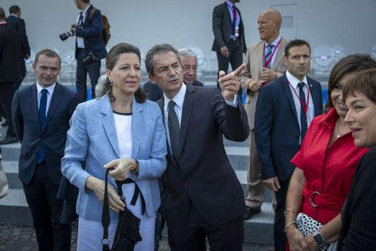 Agnès Buzyn et son mari, Yves Lévy, assistent au défilé militaire du 14 juillet 2017, sur les Champs-Elysées à Paris.