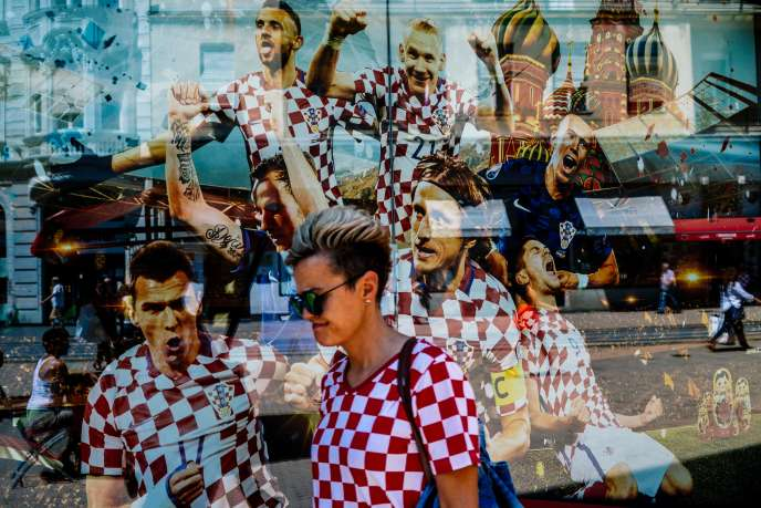 Dans une rue de Zagreb (Croatie), le 14 juillet.