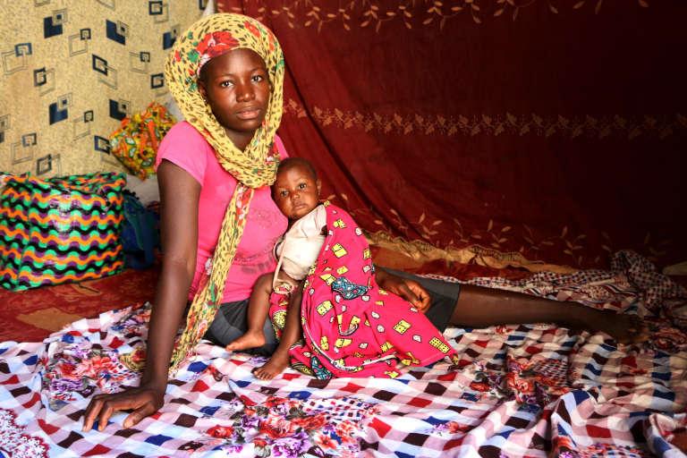Clémentine, 16 ans,fait «le ménage, la lessive, les courses et la cuisine chez un couple tous les jours sauf le dimanche» pour 30 000 francs CFA (48 euros) par mois. Elle vit à Walia, un quartier du sud de N'Djamena.