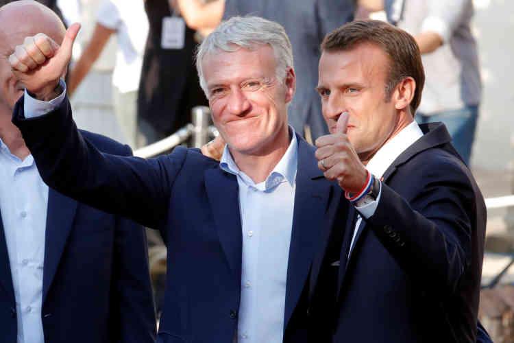 Didier Deschamps et Emmanuel Macron, à l'arrivée des joueurs à l'Elysée.