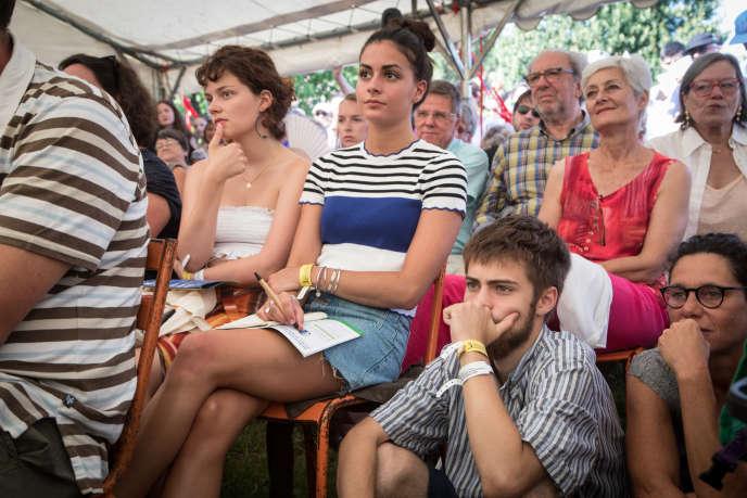 Public attentif du Festival international de journalisme, à Couthures-sur-Garonne, en juillet 2018.