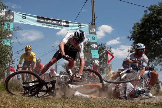 L'étape entre Arras et Roubaix, le 15 juillet. «Les pavés sont sans pitié. Et les coureurs qui les empruntent le sont tout autant»...