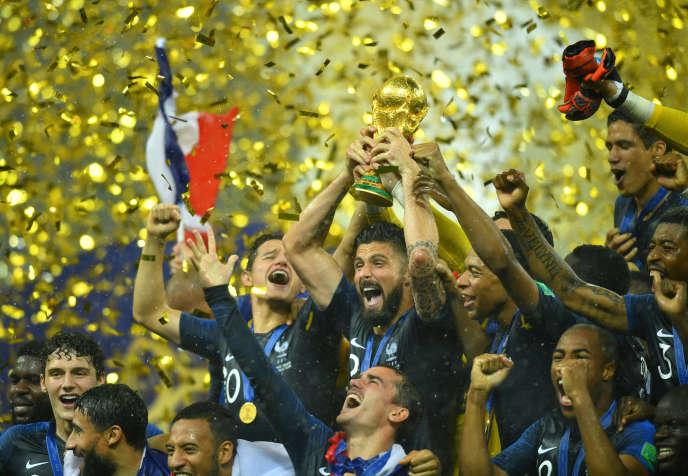 Les Bleus exultent après leur victoire contre la Croatie en finale de la Coupe du monde, à Moscou le 15 juillet.